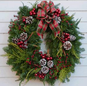christmas-decor-red-green-fresh-door-wreath-evergrenns-pine-cones